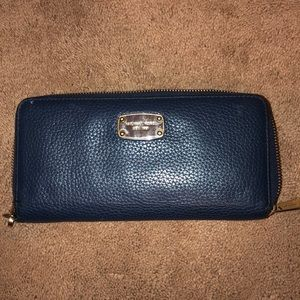 Used Michael Kors Wristlet WITHOUT WRIST BAND